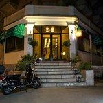 Hotel Sumratin Foto