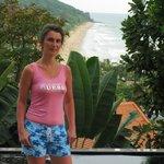 Вид с самой высокой точки отеля на пляж