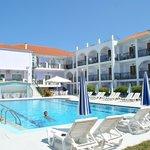 Lato interno dell'hotel con piscina
