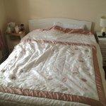 Sloffy bed linnen; kettle on left far from plug