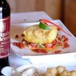 Nydelig ostegratinert klippfisk, chilipoteter, tortilla lefser med guacomole:) anbefales:)