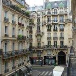 une autre vue de la rue Mercier vers la rue de Clichy