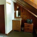 Lavabo et mobilier, chambre #11