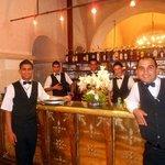 The crew bij de bar