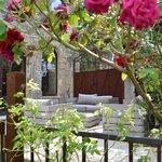 Derrière les roses, le spa