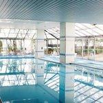 夏季限定の室内プール