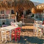 Taverna Pleusis, Grikos
