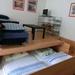 沙發以及可拉出的大床