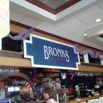 Bronk's Bar & Grill의 사진