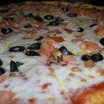 pizza with tomatoes, black olives and garlic