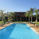 Vue de la villa depuis la magnifique piscine