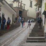 Inicio de Cuesta del Almirante en Plaza de Armas, al lado de la Catedral - Al fondo Museo Inka