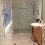 Ensuite bathroom of master bedroom 4 bedroom cottage