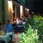 Diner sur la terrasse al fresco