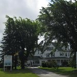 The Auberge and the entrance