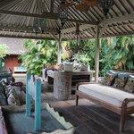 patio au bord de la piscine, romantique