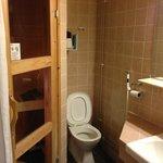 Bathroom and sauna in room 6