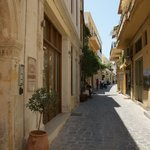 La rue à la sortie de l'hotel juin 2013