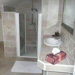 salle de bains de la chambre Piment Vert - La Pillebourdière