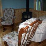 Le salon avec foyer (septembre à mai)