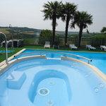 piscine avec bain bouillonnant