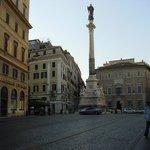 Piazza Mignanelli, east of Via del Corso