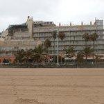 Frente del hotel desde la Playa de Las Canteras