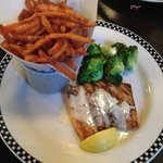 Salmon with sweet potato fries and broccoli