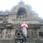 Tampak salah satu patung buddha posisi duduk