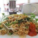 You can choose one of Vietnamese stir-fry noodle, Vietnamese baguette sandwich, bacons & eggs, e