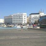 hotel visto dalla banchina del porto