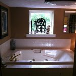 HUGE jacuzzi tub