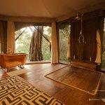Mara Plains Camp - Guest en-suite bathroom
