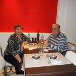 cenando en el hotel