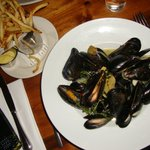 Moules-Frîtes with white wine sauce