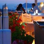 Традиционная греческая еда в Санторини на - Ресторан острове Санторини в Греции