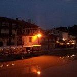 L'auberge vue du Pont Vieux, la nuit.