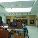 A´rea de descanso entre el Hotel y el Florida Mall