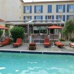 L'hôtel côté piscine