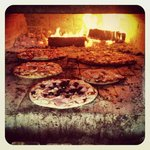 5 wood-fired pizzas on the go