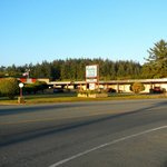 East view of motel from Hwy 101.