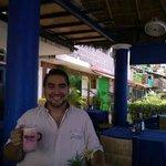 En el Restaurante de la Playa tomando un Miami Vice