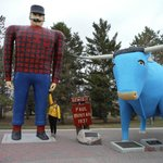 Visitor Centre - Paul Bunyan and Babe