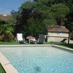 la piscine et ses alentours