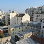 Vue de notre chambre, avec la tour Montparnasse au fond (qui cache la tour Eiffel)