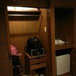 Wardrobe/Luggage cabinet with safe box