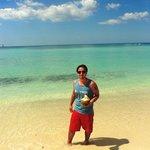 Dominicus - meu marido tomando agua de coco na beira mar