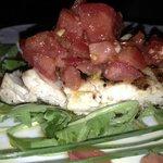 Pesce spada alla griglia con con cassè di pomodoro e mentuccia