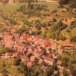 Vista aérea da localidade do hotel.