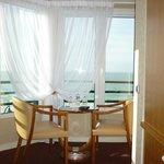 Petit salon et vue sur la mer